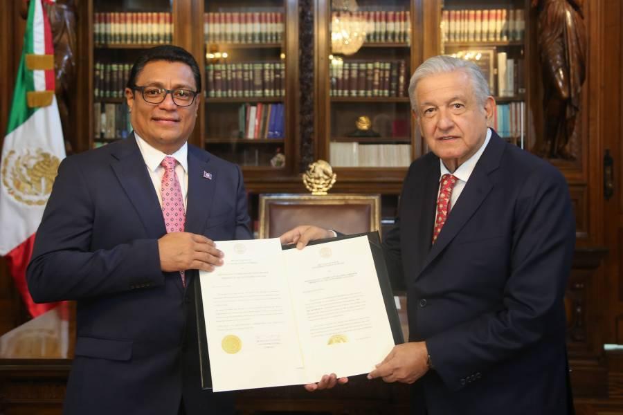 AMLO recibe cartas credenciales de 10 embajadores