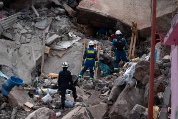 Rescatan cuerpo de menor tras derrumbe en el Cerro del Chiquihuite