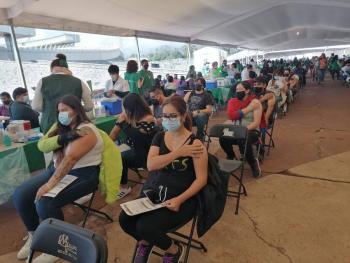 Avanza vacunación contra COVID-19 en el Estadio Olímpico Universitario