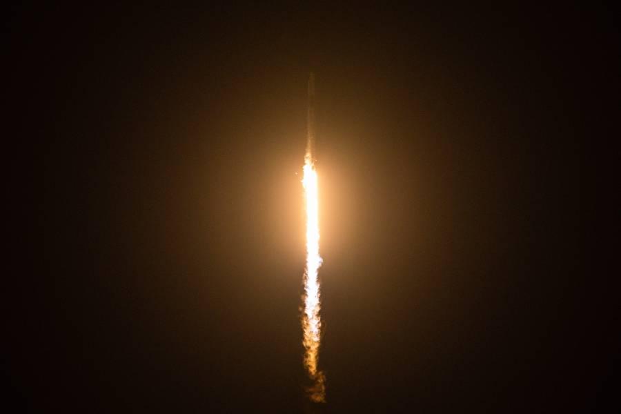 El SpaceX despega con 4 turistas espaciales