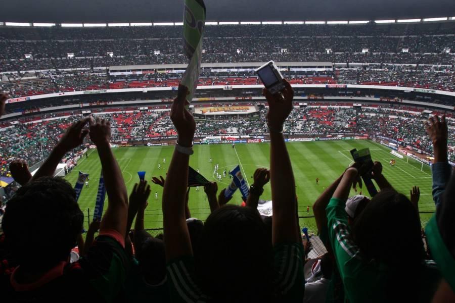"""Corriendo aficionados de estadios, la Liga MX erradica el grito """"homofóbico"""""""