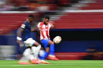 El jugador del Atlético de Madrid, Thomas Lemar sufre una lesión muscular