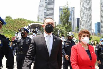 Adrián Rubalcava encabeza desfile conmemorativo por inicio de Independencia de México