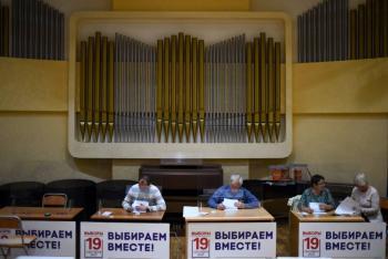 En Rusia, abren colegios electorales para tres días de elecciones