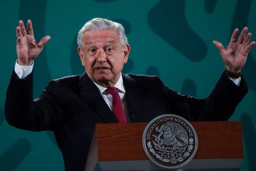 López Obrador reprocha a Claudio X. González su oposición a la ley de revocación de mandato