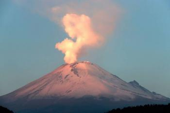 VIDEO: Popocatépetl registra nueva explosión con fragmentos incandescentes