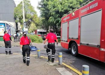Bomberos atienden flamazo en edificio de la Condesa