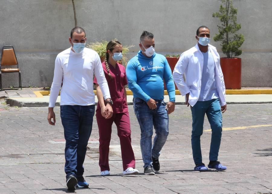 Denuncian fraude de gobierno federal y de la CDMX con médicos cubanos