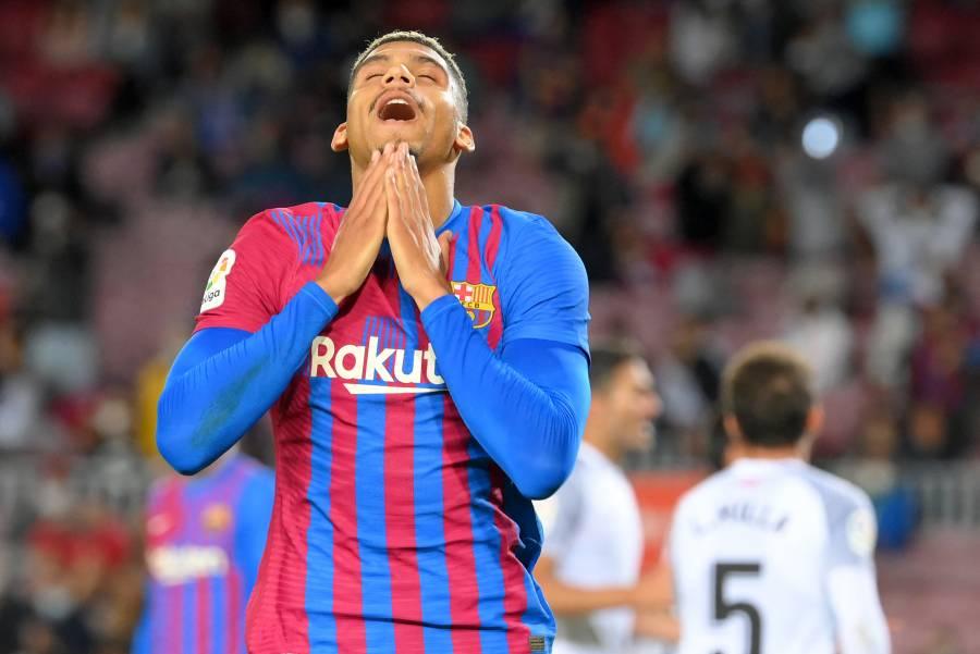 Araújo salva el empate para un Barcelona en crisis