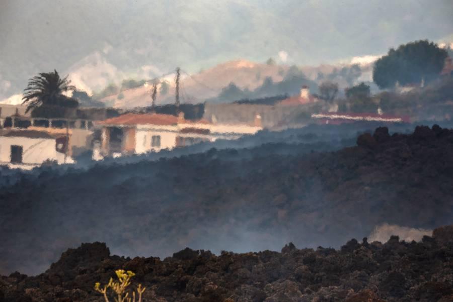 Volcán Cumbre Vieja destruye un centenar de casas; evacúan a más de 5 mil personas
