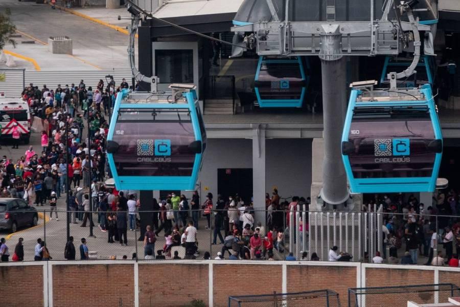 Línea 2 del Cablebús registra fallas y usuarios quedan