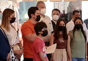 En frontera con EEUU, inicia vacunación contra COVID-19 a menores de 18 años de Nuevo León