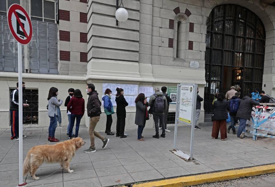 Argentina elimina uso obligatorio de mascarillas al aire libre