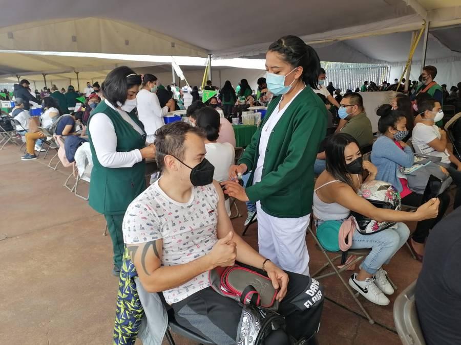 Aplican en el Olímpico Universitario más de 14 mil vacunas contra COVID-19 a personas de 30 a 39 años