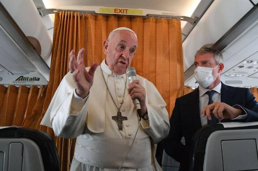 """""""Nos da miedo acompañar a la gente con diversidad sexual"""": Papa Francisco"""