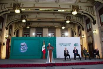 AMLO descarta intervenir en denuncia contra Calderón en La Haya