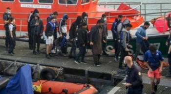 Rescatan a 154 migrantes que buscaban llegar a Inglaterra