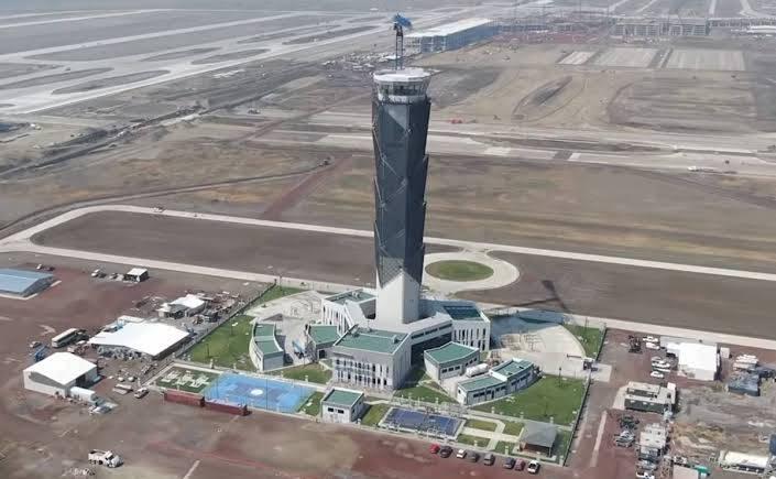 La Torre de Control de Santa Lucía está inclinada: arquitecto
