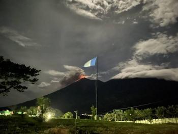 Volcán de Fuego entra en erupción en Guatemala