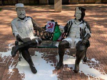 """Detienen a sujetos que vandalizaron estatuas de Fidel Castro y Ernesto """"Che"""" Guevara en la colonia Tabacalera"""