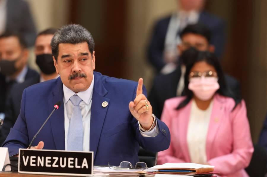 Delegación de Nicolás Maduro llega a México para negociación con oposición