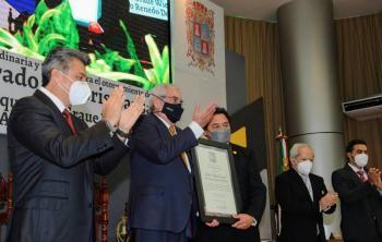 Enrique Graue recibe el Honoris Causa de la Universidad Autónoma de Campeche