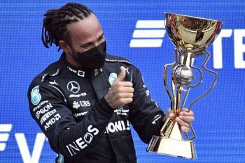 Lewis Hamilton logra en el GP de Rusia su victoria número cien y se coloca líder