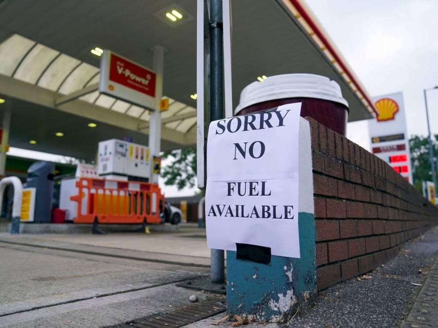 Gobierno británico pide al Ejército auxiliar en crisis de combustibles
