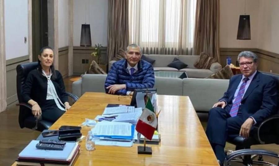 Sheinbaum, Monreal y Adán Augusto López se reúnen para revisar agenda legislativa de la CDMX