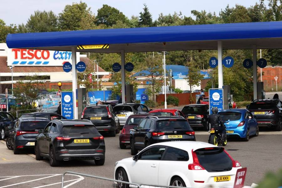 Reino Unido sucumbe al pánico ante la escasez de combustible