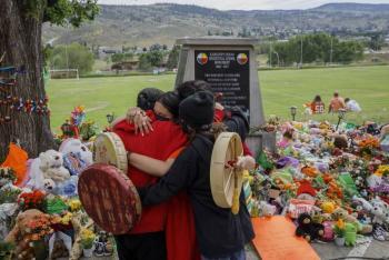 Iglesia católica en Canadá dará 30 mdd a sobrevivientes de internados indígenas