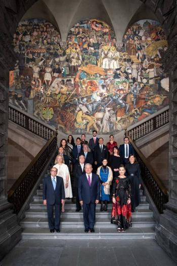 AMLO comparte con embajadores previo a ceremonia por Consumación de Independencia