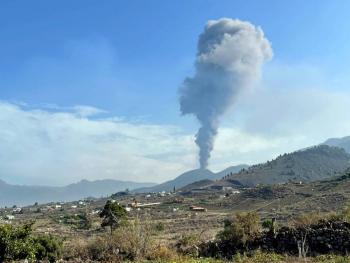 Tras una breve pausa, el volcán Cumbre Vieja vuelve a la actividad