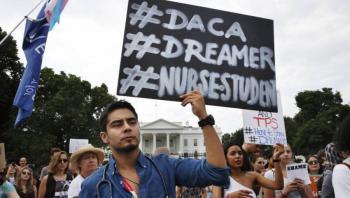 """Gobierno de Biden lanza propuesta para evitar deportación de """"dreamers"""""""