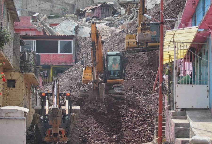 Tras desgaje, inician demolición de 11 casas en el cerro del Chiquihuite