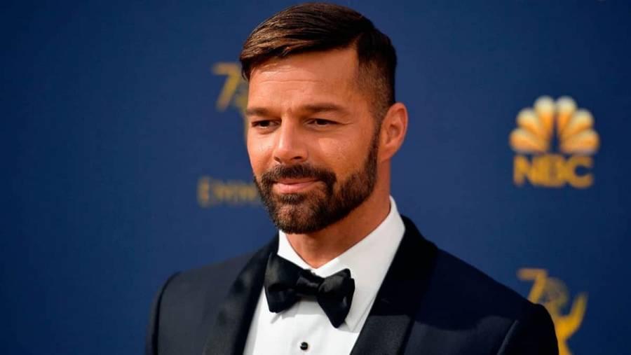 Ricky Martin aparece con el rostro cambiado y los memes no perdonan