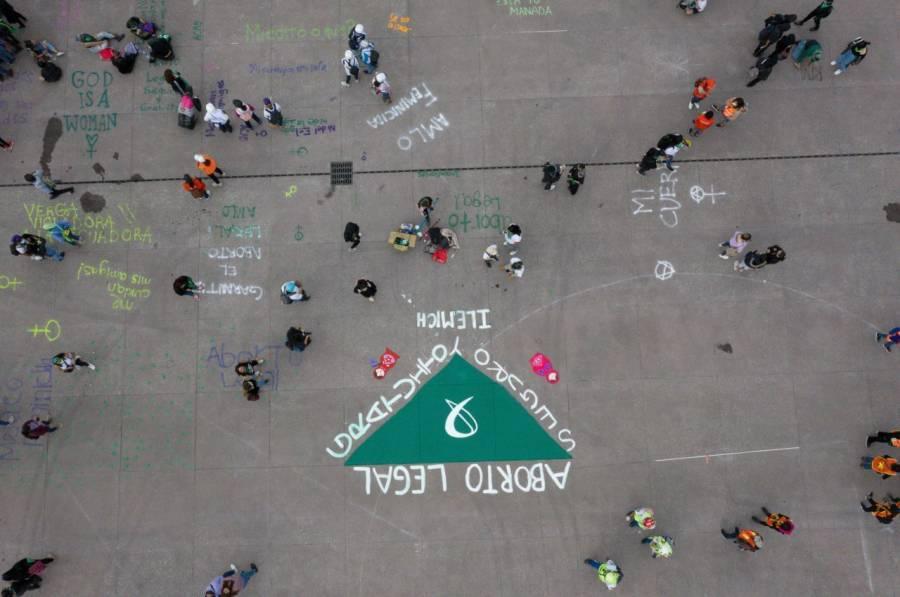 Limpian pintas en el Zócalo tras marcha proaborto