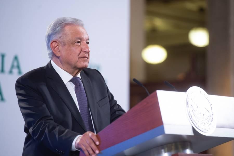 AMLO lamenta muerte de coordinador general de La Jornada