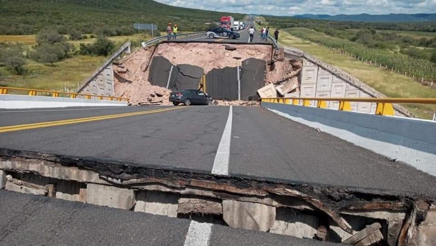 SLP: Mujer pierde la vida tras colapso de puente vehicular en cerritos