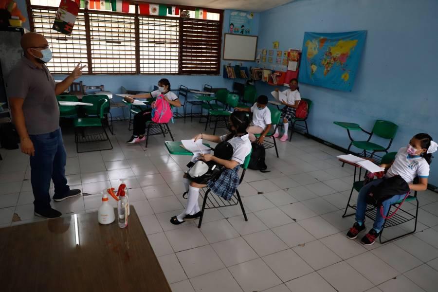 Se registran 8 casos de Covid-19 en escuelas poblanas