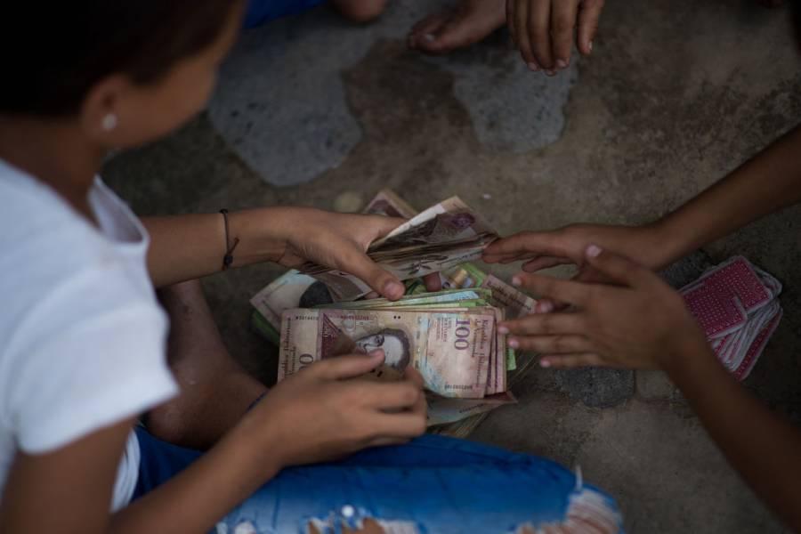 Venezuela reconvierte su moneda por tercera vez en 13 años