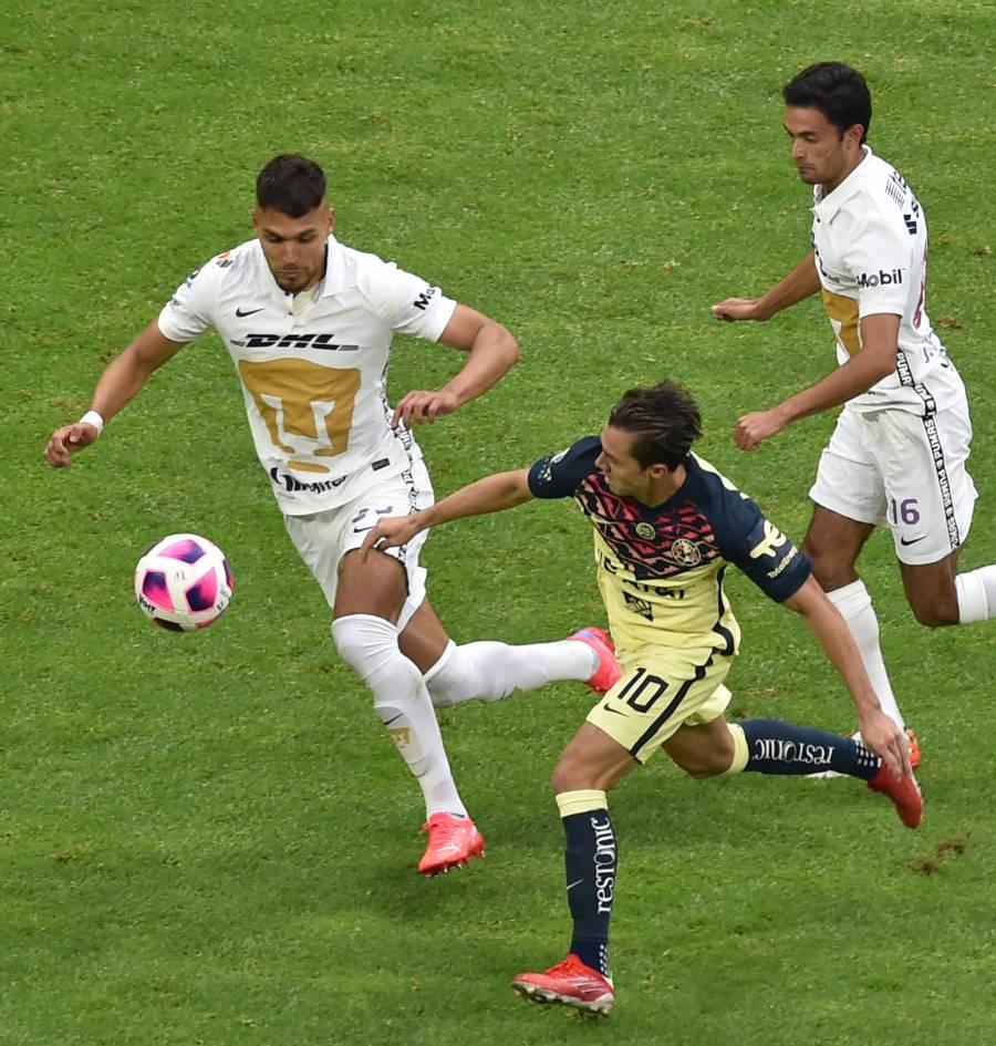 América vence 2-0 a Pumas y afianza liderato del fútbol mexicano