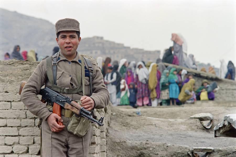 Estado Islámico se atribuye ataque en mezquita de Kabul