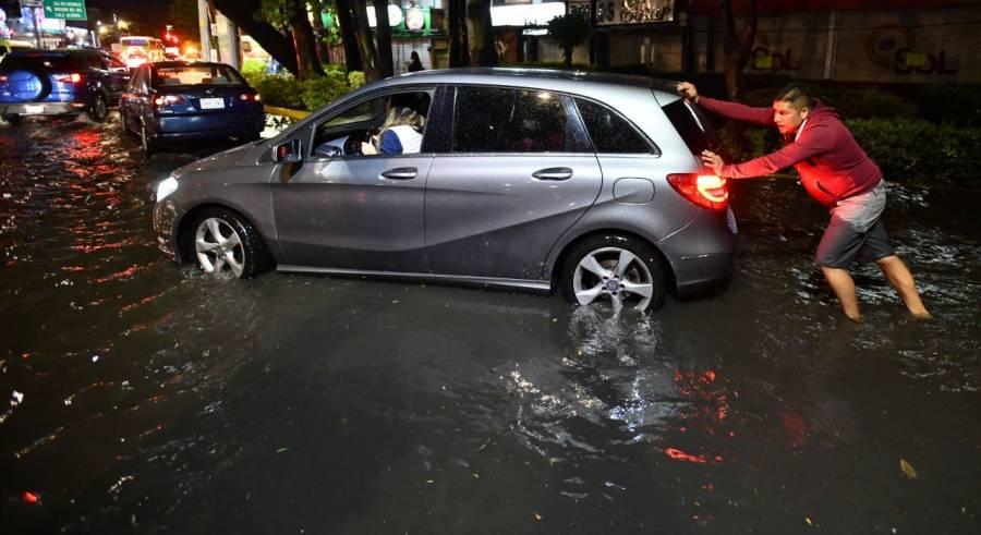 Lluvias causan afectaciones en Iztapalapa y encharcamientos en varias alcaldías