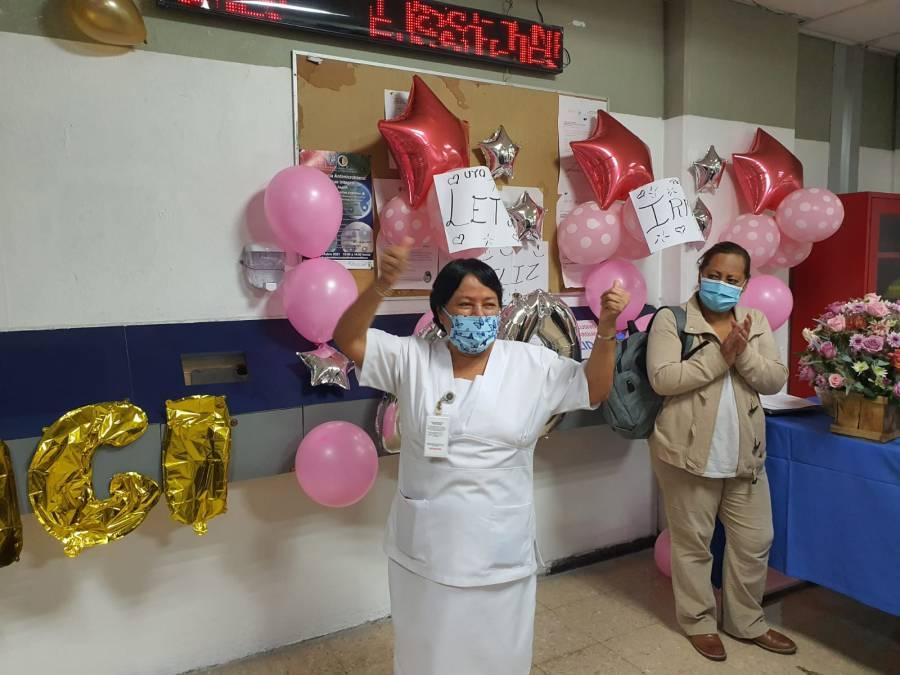 Hospital Juárez festeja última checada de 60 trabajadores que se jubilaron