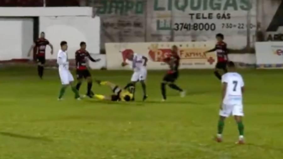VIDEO: Futbolista es detenido en Brasil tras noquear a árbitro