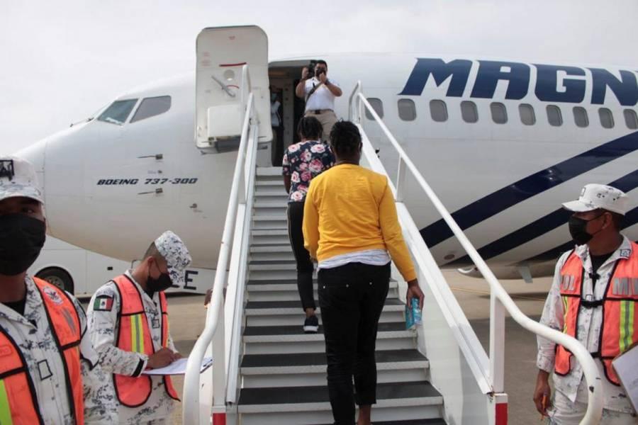 México envía segundo vuelo con haitianos deportados