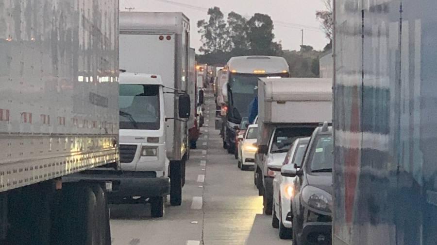 Autopista México-Querétaro cerrada por fuga de gas en Tepeji