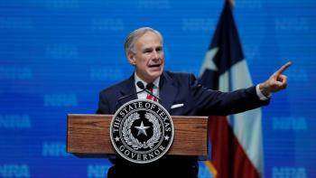 Gobernadores republicanos hacen frente contra la migración
