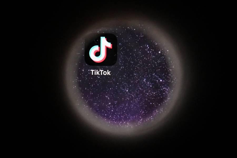 Alertan por nuevo reto de TikTok que fomenta agresiones contra profesores en EEUU